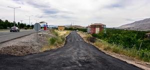 Büyükşehir Belediyesi Kale ilçesine bağlı 4 mahallede sıcak asfalt serimi yaptı