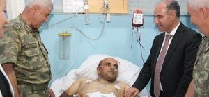 Korgeneral Çetin, yaralı güvenlik korucularını ziyaret etti
