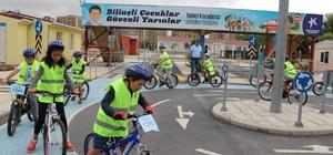 Küçükçekmeceli gençler, sağlık için pedal çeviriyor