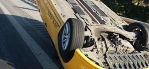 Otobanda trafik kazası, yolcuya yetişmek isteyen taksi takla attı
