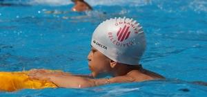 Ümraniye Belediyesi'nden okul bahçesine portatif yüzme havuzu