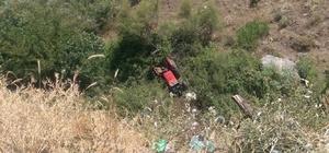 Traktör uçuruma yuvarlandı: 3 yaralı