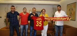 Göztepe'nin taraftarlarından Başkan Pekdaş'a ziyaret