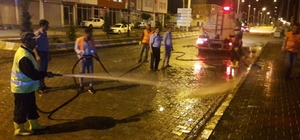 Çaldıran Belediyesinden sabunlu suyla yol yıkama