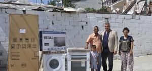 Akhisar'da evi yanan aileye büyükşehir desteği
