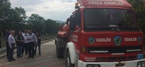 Kardeş kent belediyesine vidanjör aracı hibe edildi