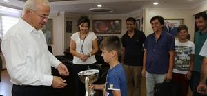 Başkan Görmez'e çok özel kupa