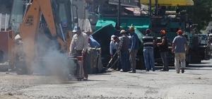 Tutak'ta asfalt çalışmaları devam ediyor