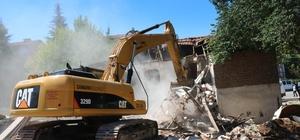 Çankaya'da planlı yapılaşma için yıkımlar sürüyor