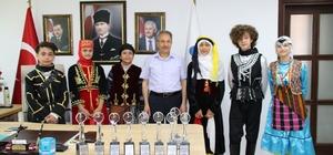 Başkan Akkaya'ya dans ve halk oyunları ekiplerinden ziyaret