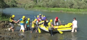 Vali Pehlivan rafting heyecanı yaşadı