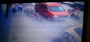 Kadına çarpan motosikletli yardım etmek yerine kaçtı