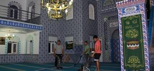 Büyükşehir Belediyesin 'den Cami temizliği