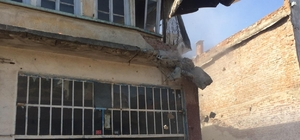 Şehzadeler'de tarihi yapılar gün yüzüne çıkıyor