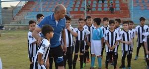 """TKÜUGD: """"Futbol ile hayata tutuyorlar"""""""
