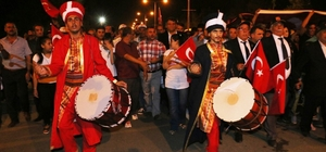 Akçakale'de binler demokrasi için yürüdü