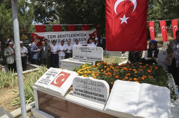 Sultanbeyli'de şehitlerin kabirleri ziyaret edildi