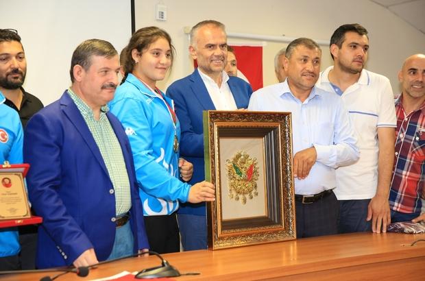 Avrupa şampiyonu Büşra, Türk bayrağını dalgalandırdı