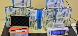 Çeşme Devlet Hastanesine tıbbi cihaz ve akülü araba yardımı
