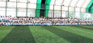 Küçükçekmece'de yaz spor okulları futbol branşına büyük ilgi