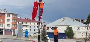 Çaldıran bayraklarla süslendi