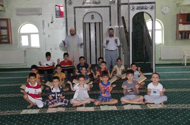 Çocuklar 15 Temmuz şehitleri için dua okudu