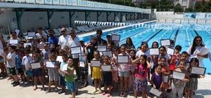 Yüzmeyi Nilüfer'de öğrendiler