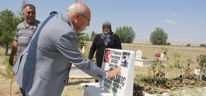 CHP'li Çakırözer'den 15 Temmuz şehidi Fatih Dalgıç'ın kabrine ziyaret