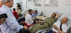 Amasyalı yöneticilerden Kızılay'a kan bağışı