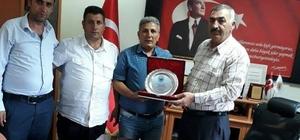 Olur Belediye Başkanı Oktay'a Ormanağzı Köyü Derneğinden plaket