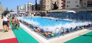 Mezitli'de 425 kursiyer daha yüzme öğrendi
