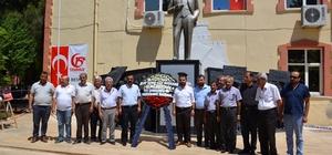 CHP 15 Temmuz şehitleri için çelenk bıraktı