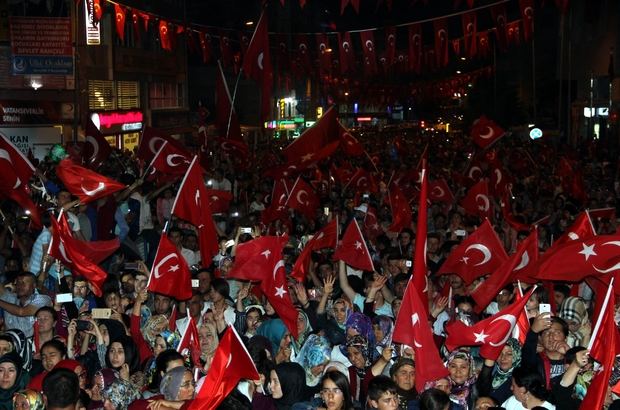 """Nevşehir'de binlerce vatandaş """"Diriliş Meydanında"""" toplandı"""