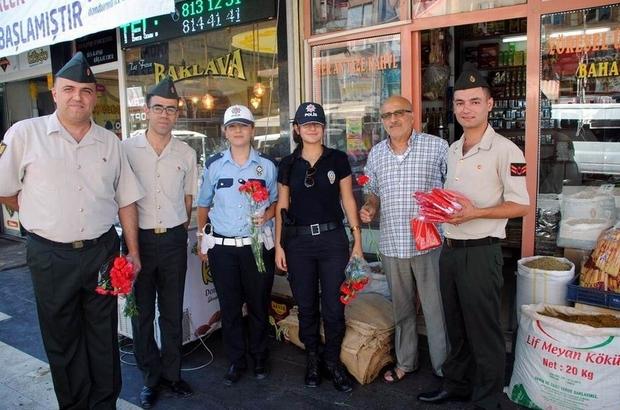 Güvenlik güçlerinden Kilislilere çiçek ve bayrak