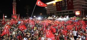 İzmirliler meydanı doldurdu