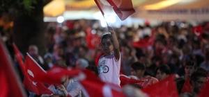 Denizli'de vatandaşlar demokrasi nöbetinde buluştu