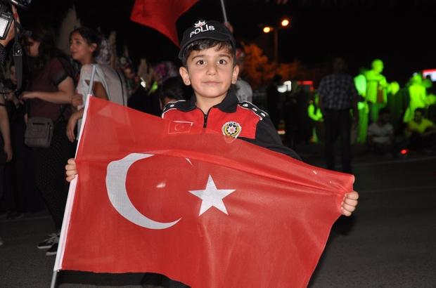 Sivas'ta binler demokrasi nöbeti tuttu