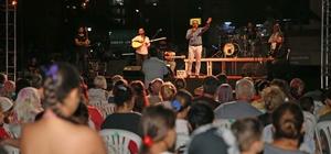 Karşıyaka'da park konserlerine yoğun ilgi