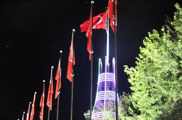 Akdağmadeni'nde Türk bayrağı şehitler anısına göndere çekildi