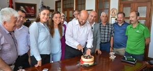 Başkan Özcan'a personelinden sürpriz doğum günü