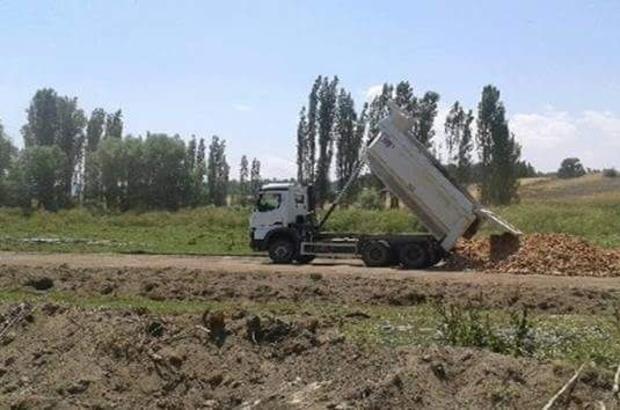 Aslanapa'da köy yolu çalışmaları