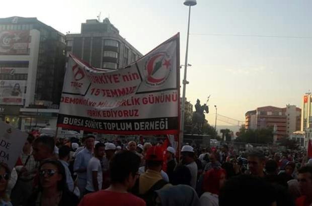 Suriyeli muhacirler 15 Temmuz için yürüdü