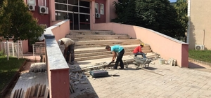 Körfez Adliyesi'nin merdivenleri yenileniyor