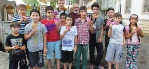 Burhaniye' de kurs öğrencilerine tatlı ikramı
