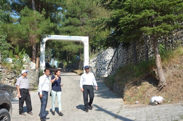 Niksar'da Melikgazi Türbesi'nin yolları yenileniyor