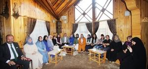 Başkan Memiş İstanbul Bayburt Kültür ve Yardımlaşma Derneği Kadın Kollarına Bayburt'u anlattı