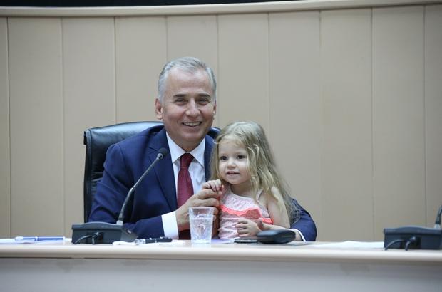 Başkan Osman Zolan'a minik Elif Ada sürprizi