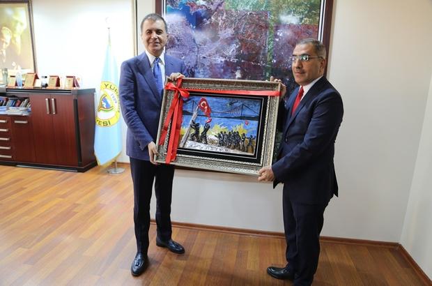 Başkan Çelikcan, AB Bakanı Ömer Çelik'e 15 Temmuz Şehitler Anıtı tablosu hediye etti