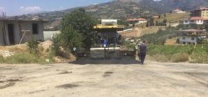 Alaşehir'in Uluderbent Mahallesine sıcak asfalt
