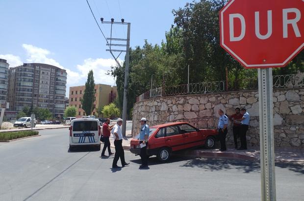 Otomobil duvara çarptı, sürücü ağır yaralandı